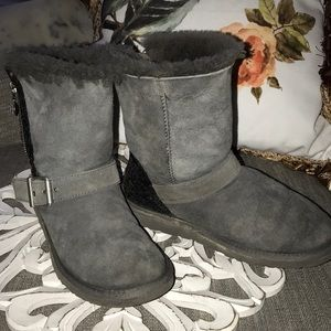 UGG Shoes - Ugg Gray Short Winter Boots Woman's 7